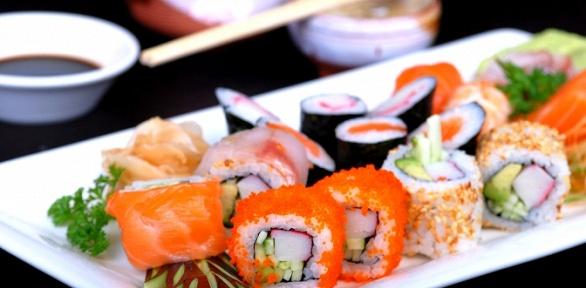 Набор изроллов отслужбы доставки «Sushi.Есть»