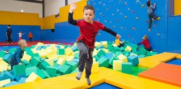 1или 2часа свободных прыжков набатуте вбатутном клубе Cosmica