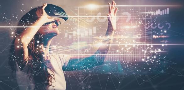 Игра вшлеме виртуальной реальности вклубе виртуальной реальности VRPoint