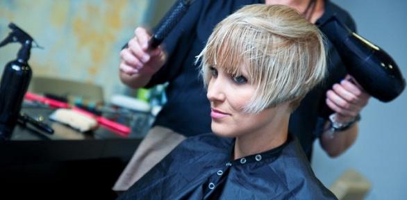 Окрашивание, укладка, ботокс или кератин для волос всалоне «Первая леди»
