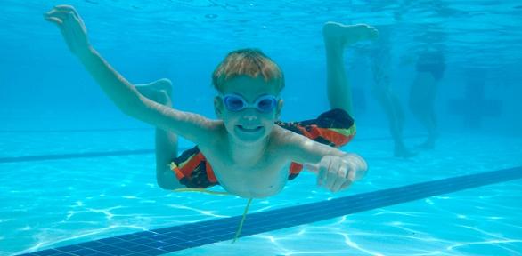 Занятия поплаванию вбассейне «Эврика»
