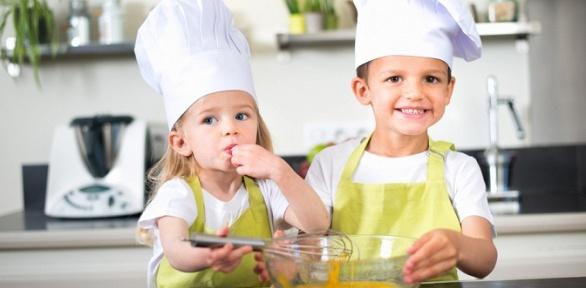 Участие вмастер-классе повыпеканию венских вафель откафе «Вау! Десерт»
