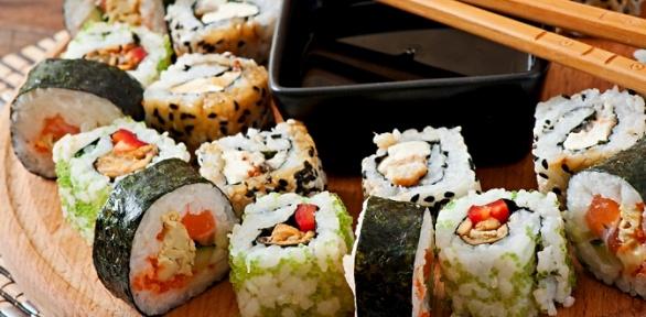 Наборы изроллов, супы ипицца отслужбы доставки «Суши-рис» заполцены