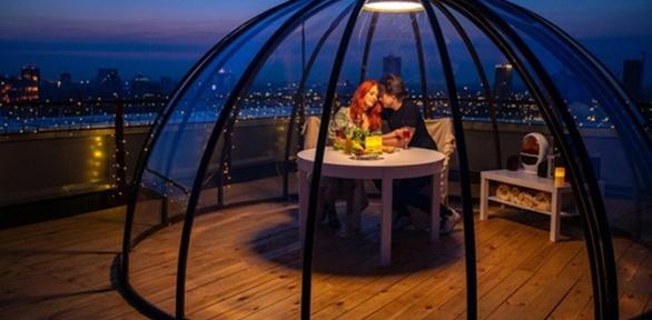 Романтическое свидание накрыше откомпании Sky iGloo