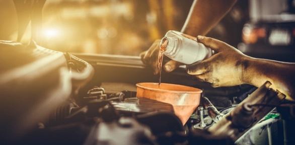 Замена масла, ремонтные работы навыбор отавтосервиса «4на 4»
