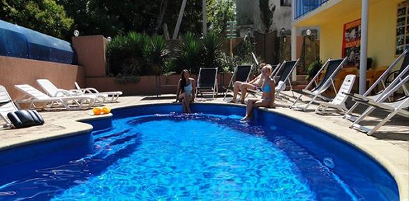 Отдых вСочи сзавтраками ипосещением бассейна вотеле «Аркадия»