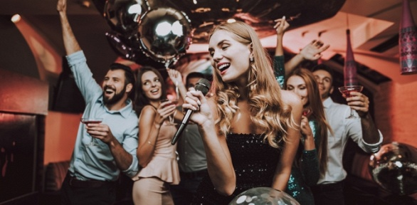 Караоке-вечеринка вкараоке-клубе «Маска»