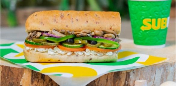 Сэндвичи игазированные напитки всети ресторанов Subway заполцены