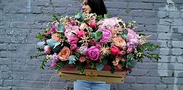 Букет, цветочная композиция вшляпной коробке, корзина сцветами