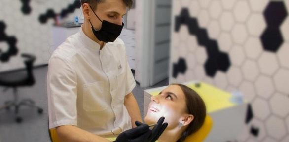 Профессиональная чистка зубов или лечение кариеса вклинике «Белое Яблоко»