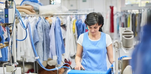 Химчистка одежды, мебели откомпании «Чистый енот»