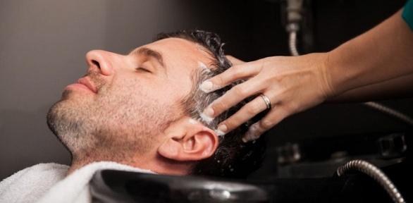 Мужская стрижка сукладкой волос имытьем головы всалоне красоты «Дели»