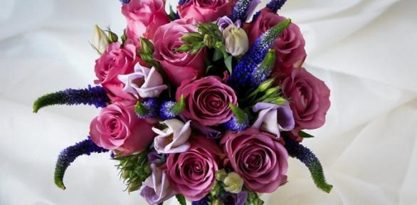 Букеты изроз, тюльпанов, ирисов или альстремерий