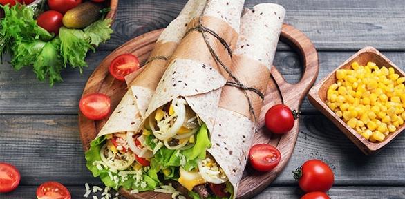 Блюда изменю навыбор вкафе «Шаурони» заполцены
