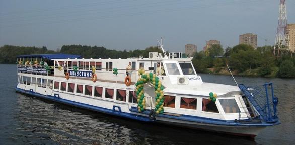 Прогулка поМоскве-реке натеплоходе «Августина» откомпании «Августина»