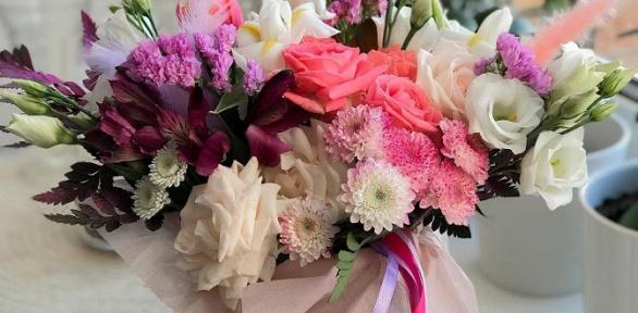Букет изроз, альстромерий или цветочная композиция