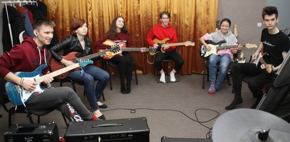 Занятия музыкой отUnderground Rock School