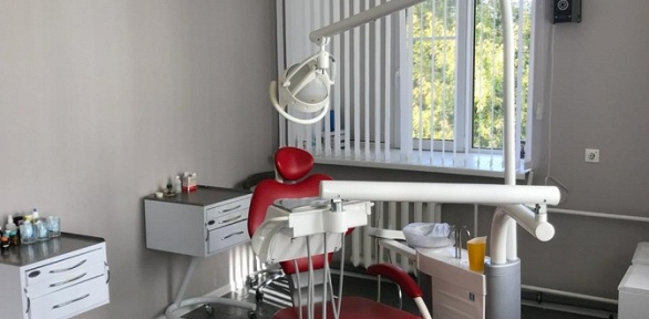 УЗ-чистка сфторированием зубов встоматологической клинике ElDento