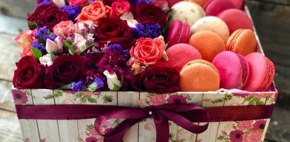 Подарочный набор изцветов исладостей навыбор