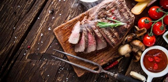 Блюда инапитки впивном баре-ресторане BroadWay за полцены
