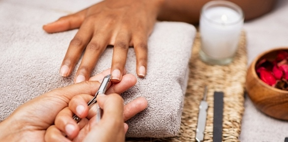 Маникюр ипедикюр спокрытием ногтей гель-лаком вдоме маникюра «Арикс»