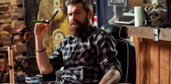Стрижка итонирование бороды вбарбершопе Shaver Family