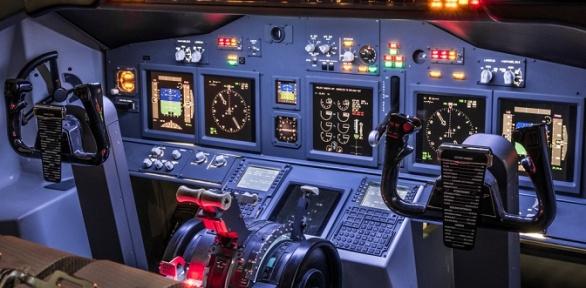 Полет натренажере вкабине самолета отклуба «Авиатор»