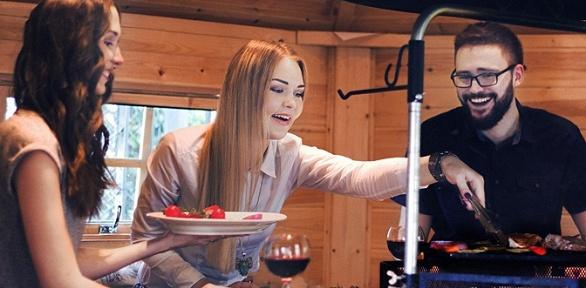 Вечеринка для компании вгриль-домике вресторане Donna Olivia
