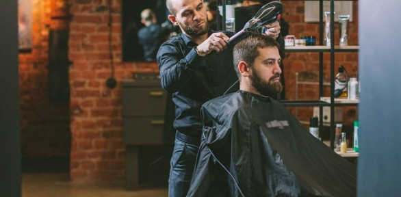 Мужская стрижка или моделирование бороды отбарбершопа Alif