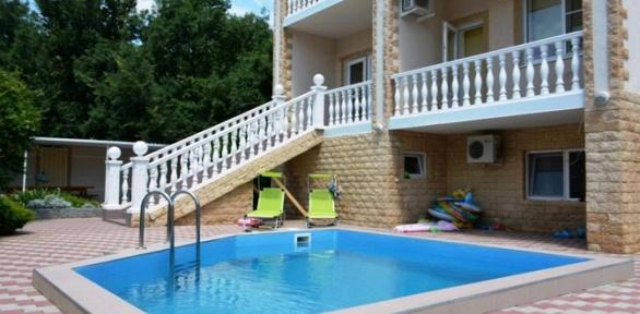 Отдых спосещением бассейна вгостевом доме «Тонкий мыс»