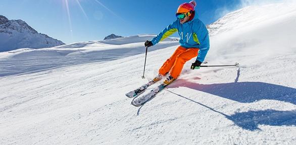 Занятия покатанию насноуборде игорных лыжах вклубе Gornostay