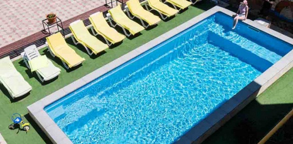 Отдых спосещением бассейна, игрой вбильярд вгостинице «Синяя крыша»
