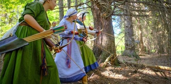 Фехтование намечах или стрельба излука отклуба «Уральские белки»