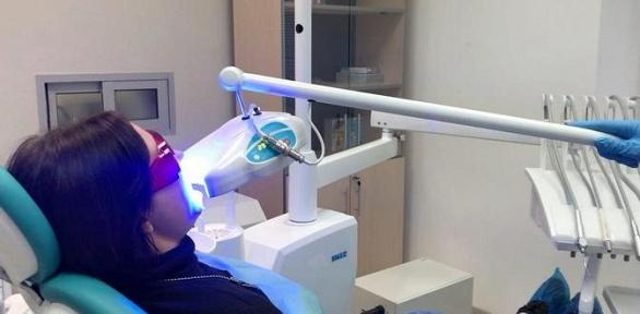 УЗ-чистка зубов илечение кариеса вклинике «Демократ»