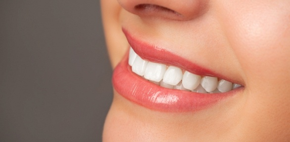 УЗ-чистка, лечение кариеса всети стоматологий «Для всех»