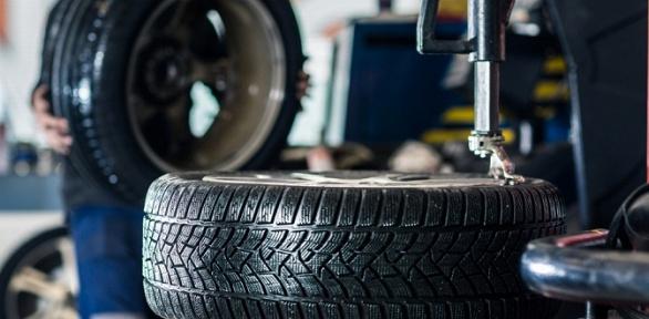 Шиномонтаж ибалансировка колес радиусом доR19 вавтоцентре Pit-stop