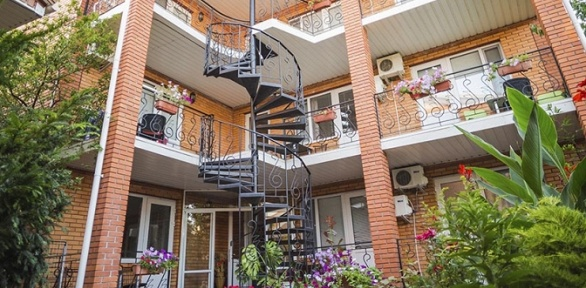 Отдых вКоктебеле напобережье Черного моря вгостевом доме «Вилла Блюз»