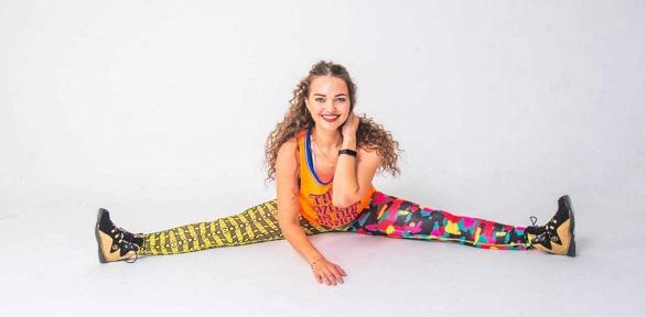 Онлайн-занятия зумбой, стретчингом, силовые тренировки отCrazy Shake