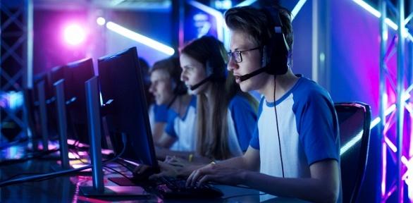 До5часов посещения компьютерного клуба Gamer