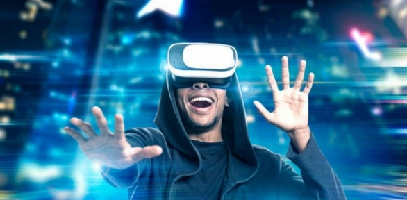 Игра вшлеме Oculus Rift вклубе виртуальной реальности VRPoint