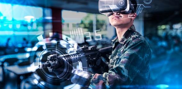 Игра вшлеме HTC Vive Pro вклубе виртуальной реальности Venom24