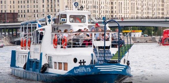 Прогулка натеплоходе поМоскве-реке отсудоходной компании «Адмиралъ»