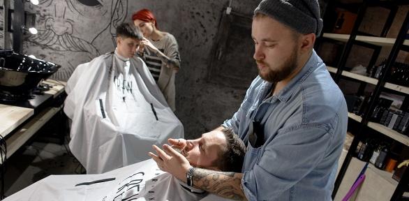 Мужская стрижка, моделирование бороды или бритье вбарбершопе «Налево»