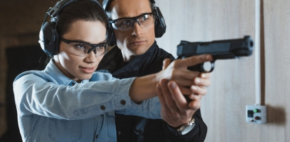 Стрельба изразных видов оружия вклубе «Стрелков»