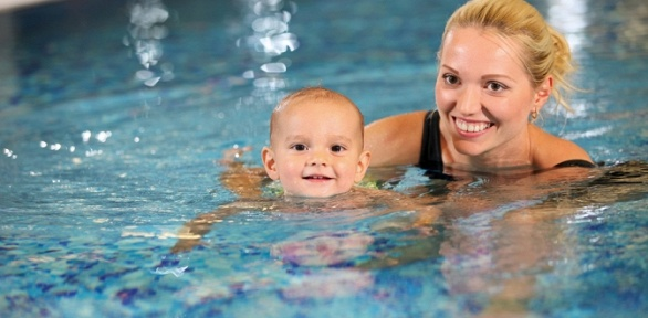 Занятия поплаванию вдетском центре «Взрослейка»