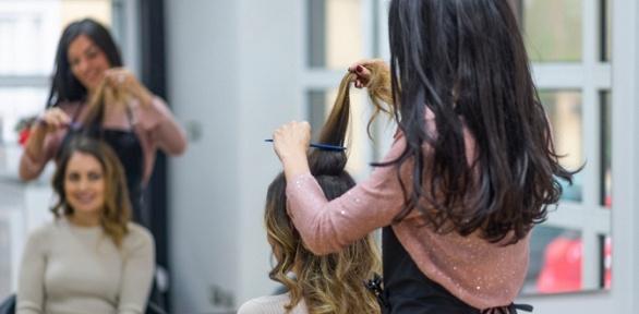 Стрижка, окрашивание, восстановление волос всалоне красоты «Нави»