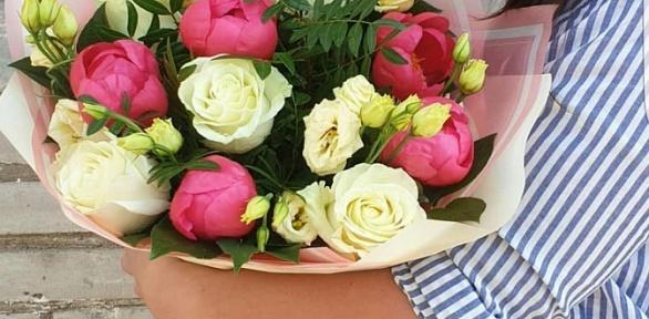 Букет изроз или набор цветов вкоробке