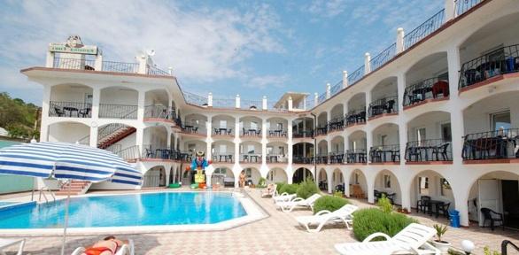 Отдых летом вКрыму сзавтраками ипосещением бассейна вотеле «Крым Енот»