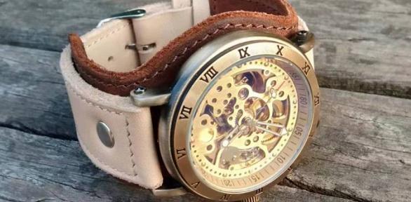 Механические часы-скелетоны нашироком ремешке изнатуральной кожи