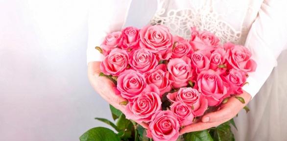 До101 эквадорской розы длиной 60см вбукете навыбор